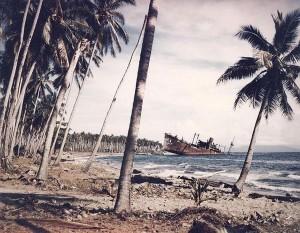 荷揚げに失敗した輸送船(ガダルカナル)